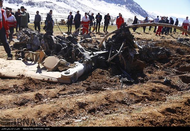 گروه فنی بررسی سانحه سقوط بالگرد در محل حادثه حاضر شد