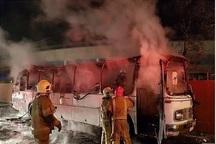 یک اتوبوس در شهرری در آتش سوخت
