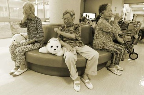 این ربات ها در پیری عصای دستتان می شوند