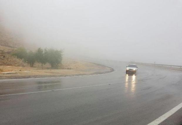 وجود مه، تردد در گردنه های خراسان شمالی را کند کرد