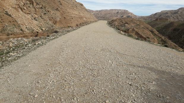 10 کیلومتر از مسیر چمسرخ - حاضرمیل آماده آسفالت است