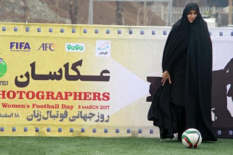 از ماست که برماست/ لیلایِ فوتبال دخترانش را تنها می گذارد!