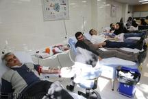 همدردی مردم همدان با زلزله زدگان کرمانشاه با اهدای خون