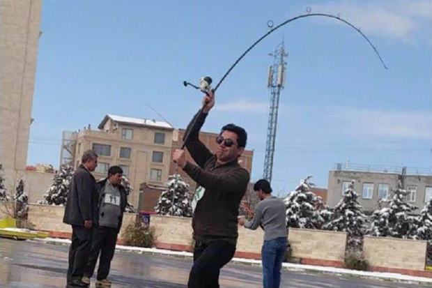مسابقات پرتاب وزنه با چوب ماهیگیری در ارومیه برگزار شد