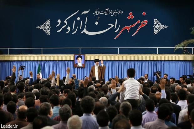 رهبر معظم انقلاب: میتوانیم بر همه سختیها و چالشها، مؤمنانه فائق بیاییم