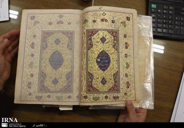 قرآن 400 ساله در حرم مطهر رضوی رونمایی شد