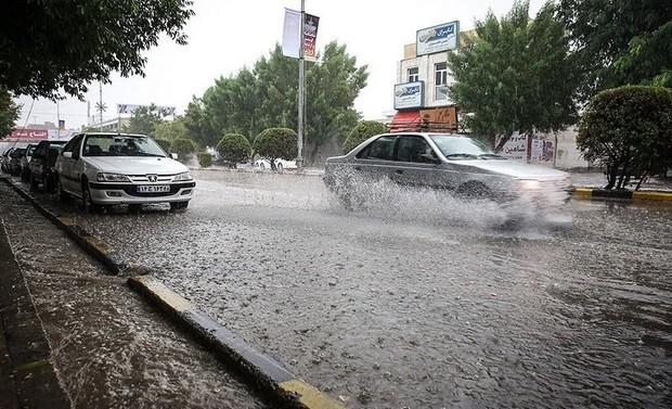 بارش باران موجب آبگرفتگی شدید معابر در قم شد