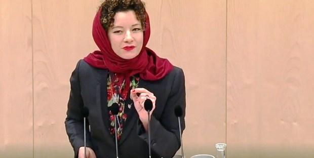 اعتراض نماینده اتریشی به منع حجاب + عکس و فیلم