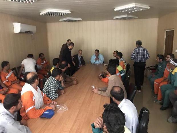 کارگران شهرداری آبادان خواستار پرداخت حقوق معوقه خود شدند
