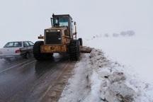 بارش برف و کولاک تردد مسافران نوروزی در تکاب را مختل کرد