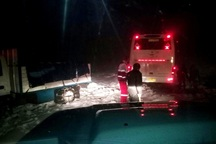 مسافران گرفتار در کولاک محور تکاب - دندی نجات یافتند