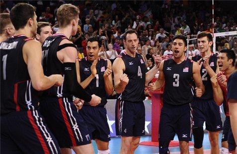 پیروزی مقتدرانه تیم ملی والیبال آمریکا مقابل ژاپن