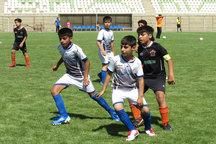 مسئولان سه مدرسه فوتبال یزد مجوز فعالیت دریافت کردند