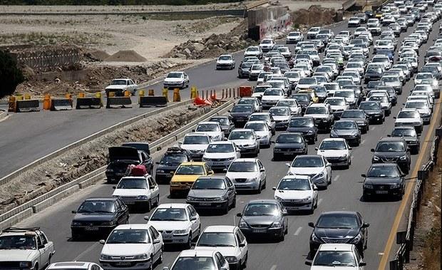 ترافیک در جاده های قم نیمه سنگین و روان است