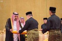 اعطای عالیترین نشان اندونزی به پادشاه عربستان/ ملک سلمان:ریاض از مسائل جهان اسلام حمایت میکند