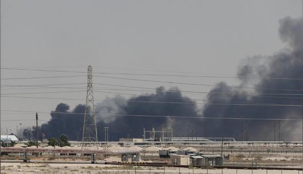 پیام ها و پیامدهای حمله بی سابقه و بزرگ انصار الله یمن به تأسیسات نفتی عربستان