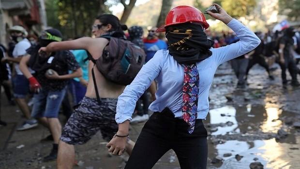 حقوق ها افزایش پیدا نکرد مردم شیلی به خیابان ها ریختند