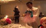 ازدواج عجیب یک مرد با عروسک آوازخوان! + تصاویر