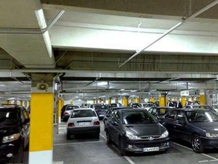 کمبود پارکینگ و توقف غیرمجاز خودروها در خیابانهای شلوغ کرج