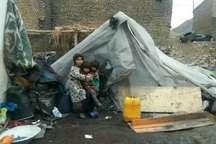 وضعیت خانواده ساکن در چادر پلاستیکی در خرم آباد ساماندهی شد