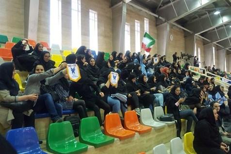 هواداران خانم در دیدار دوستانه تیم فوتسال ایران و روسیه+ عکس