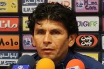 مربی تیم فولاد خوزستان:به جایگاه مشکی پوشان در جدول توجهی نداریم