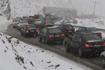 جاده کندوان برفی و دارای ترافیک سنگین است