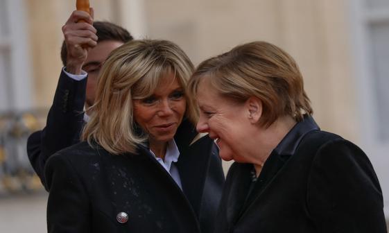 عکس/ پیرزن 101 ساله صدر اعظم آلمان را با بانوی اول فرانسه اشتباه گرفت
