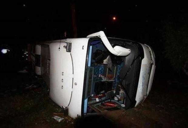 واژگونی اتوبوس در جاده مرودشت - شیراز یک کشته داشت