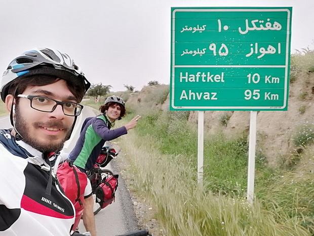دوچرخه سواران ساوجی مسیر اصفهان تا جزیره قشم را رکاب زندند