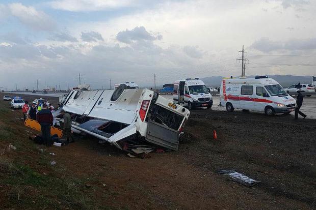 سرعت غیرمجاز باعث واژگونی اتوبوس شد