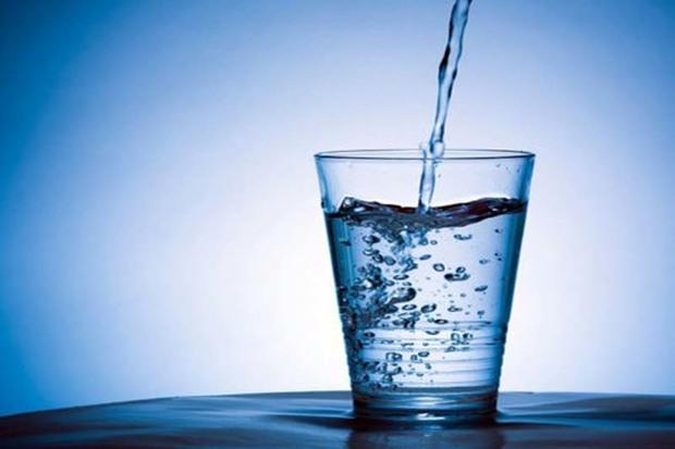 مصرف هشت لیوان آب بین افطار و سحر لازم است
