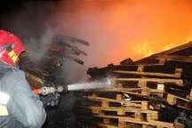 آتش سوزی در یک شرکت تعطیل شهر صنعتی رشت مهار شد