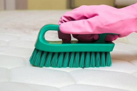 3 روش طبیعی برای از بین بردن بوی بد تشک