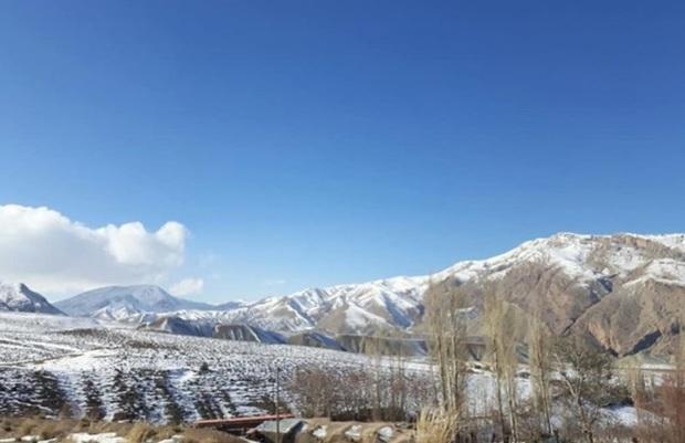 فرماندار: تردد در جاده های برف گیر روستاهای مهدیشهر ممنوع شد