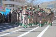 آیین روز ارتش و رژه نیروهای مسلح در سنندج برگزار شد