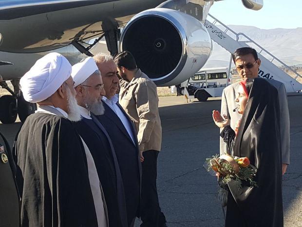 به منظور بازدید از مناطق زلزلهزده و افتتاح پروژه راهآهن؛ رئیسجمهور روحانی وارد کرمانشاه شد