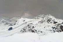 بارش برف تردد در گردنه های تته و ژالانه را با مشکل مواجه کرد
