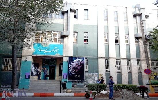 تماشای نمایش در دمای 36 درجهای سالن تئاتر شهر تبریز!