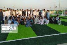 چمن مصنوعی مینی فوتبال روستای مومان پایین کنارک بهرهبرداری شد