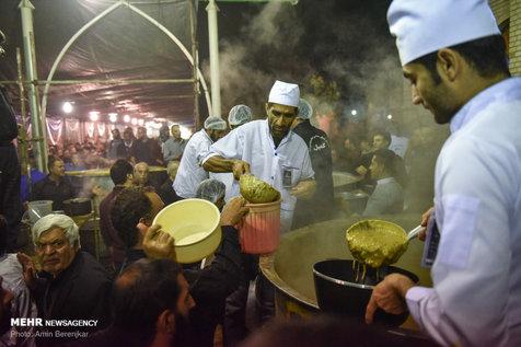 پخت ۸۴ هزارکیلو آش نذری در شیراز+ تصاویر