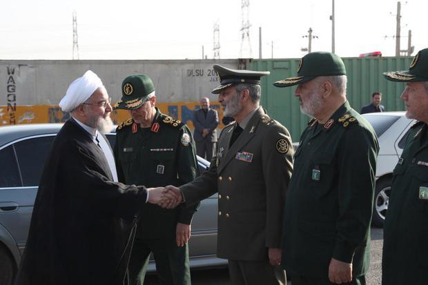 مراسم رژه نیروهای مسلح با حضور رییس جمهور برگزار شد
