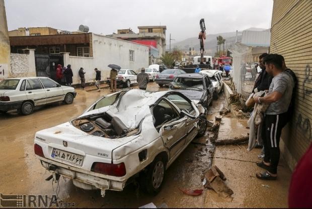 198 خودروی آسیب دیده از سیل شیراز در پارکینگ نگهداری می شوند