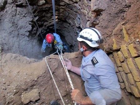 سقوط زن جوان به درون چاه در قزوین
