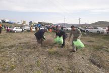 جاده قدیم خوی ـ قره ضیاالدین از زباله پاکسازی شد