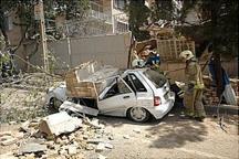 تخریب دیوار فرسوده به سه خودرو آسیب زد
