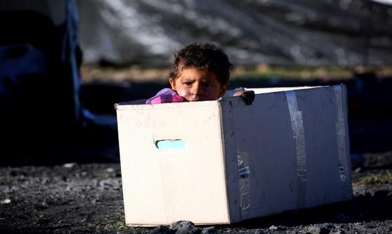 عکس/ کودکی در جعبه