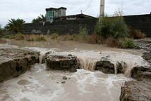مسدود شدن جادهها در اثر جاری شدن سیلاب