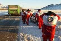 مسافران اتوبوس در روستای پیام مرند اسکان اضطراری یافتند
