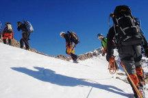اعزام سه گروه امداد و نجات برای نجات کوهنوردان در اشترانکوه